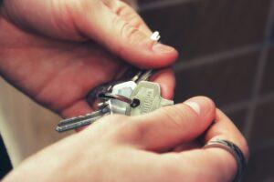 Jak kupić mieszkanie pod wynajem krótkoterminowy?